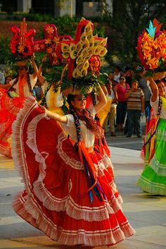 International festival Guelaguetza in Oaxaca, Mexico. Cultures Du Monde, World Cultures, Mexican Folk Art, Mexican Style, Art Chicano, Mexican Heritage, Mexican Dresses, Mexican Outfit, Thinking Day