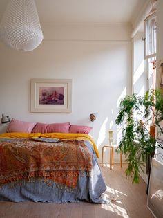 découvrir l'endroit du décor Inside Outside, Nordic Style, Decoration, Valance Curtains, Comforters, Blanket, Interior Design, Bedroom, Inspiration