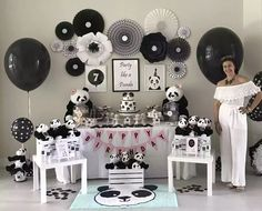 Panda party! Decorations Kids Birthday Themes, 10th Birthday Parties, Birthday Party Decorations, Baby Shower Decorations, Party Themes, Panda Themed Party, Panda Party, Bear Party, Panda Birthday Cake