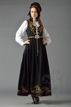 Pagan Fashion, Ethnic Fashion, Modern Fashion, Norwegian Clothing, Western Outfits, Occasion Wear, Indian Ethnic, Costume Design, Lounge Wear