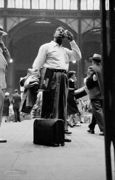 Untitled, Harlem, New York, 1952 - Invisible Man, 1952 - Archive - The Gordon Parks Foundation Gordon Parks, Tina Modotti, Walker Evans, Park Photography, Glamour Photography, Cinematic Photography, School Photography, Invisible Man, Black And White