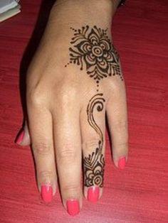 Simple Henna Design - love the finger