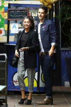 Sarah Hyland stops to take selfie with boyfriend Wells Adams - Loved up: Sarah Hyland, was spotted out on a date night with her Bachelorette contesta… - Shaved Hair Women, Fall Outfits, Fashion Outfits, Fashion Trends, Sarah Hyland, Celebrity Hairstyles, Shaved Hairstyles, Victoria Secret Fashion, Irina Shayk