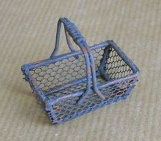 how to: basket (tutorial link: http://nadsa.over-blog.com/article-un-panier-en-grillage-39149821.html )
