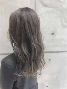【外国人ハイライト3Dカラー】イルミナカラー☆グレージュ:L009219339|フリスタ(Friista)のヘアカタログ|ホットペッパービューティー Ashy Brown Hair, Brown Hair Colors, Korean Hair Color, Soft Grunge Hair, Spring Hairstyles, Beach Hair, Ombre Hair, Dyed Hair, Hair Inspiration