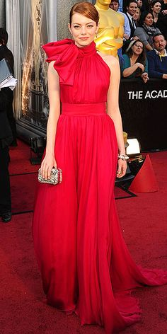 Emma Stone in a red Giambattista Valli Haute Couture halter with a tie neck, plus a sparkling silver clutch, Louis Vuitton High Jewelry and Brian Atwood heels at the 2012 Oscars. Oscar Dresses, Prom Dresses, Formal Dresses, Chiffon Dresses, Dresses 2016, Bridesmaid Dress, Wedding Dress, Emma Stone Oscars, Celebrity Dresses