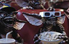 Eu nesse momento, assistindo a política no Brasil.  'Gremlins' (1984, de Joe Dante)  #blog #mvdc #minhavisaodocinema #insta #follow #movies #filmes #cinema #classico #gremlins #terror #horror #humor #joedante #politica #lavajato #polemica #brasil #temer #noticias