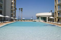 Peninsula Island Resort & Spa South Padre Island (Texas) This South Padre Island resort has private beach access and an on-site spa and wellness centre. The resort's staff offers 24-hour concierge services to meet the needs of guests.