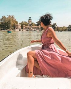 Die besten Instagram Spots in Madrid - The best Instagram spots in Madrid. The must see places when you travel to the Spanish capital! Madrid Girl, Foto Madrid, Madrid Travel, Barcelona Travel, Eurotrip, Beautiful Park, Beautiful Places, Buckingham Palace, Photos Originales