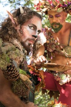 I love the natural elements built into their costumes. Magical creatures at the New York Renaissance Faire. Forest Creatures, Woodland Creatures, Magical Creatures, Fantasy Creatures, Costume Lutin, Larp, Faerie Costume, Satyr Costume, Fairy Costumes