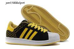 Hombres Adidas Originals Superstar 2 Zapatillas del Ante de Negro/Amarillo/Blanco Barcelona Store