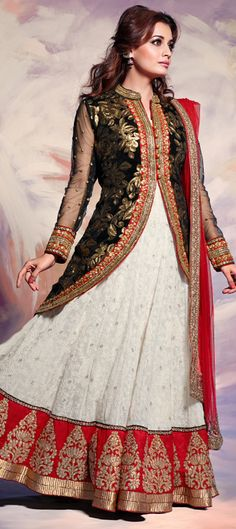 Another style from #DiaMirza for your wedding wardrobe!