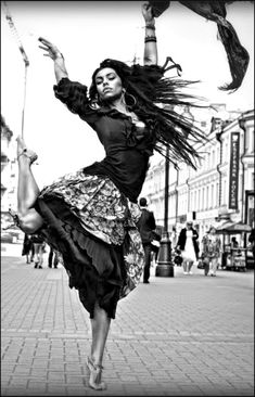 I can fly… Unknown Shall We Dance, Just Dance, Gypsy Women, Dance Like No One Is Watching, Figure Poses, Dance Movement, Dance Poses, Dance Pictures, Dance Photography