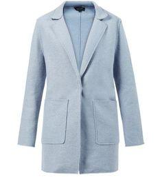 Manteau long bleu pâle avec poches sur le devant