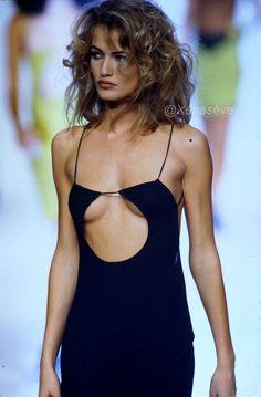 supermodels John Galliano Runway Show Spring/Summer 1991 - John Galliano Runway Show Spring/Summer 1991 - Fashion 2018, 90s Fashion, Runway Fashion, Fashion Show, Vintage Fashion, Fashion Outfits, Womens Fashion, Female Fashion, Fashion Models