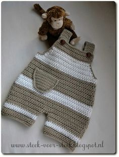 Orgu baby jumpsuit models - baby clothes The Effective Pictures We Offer You About baby dress patter Crochet Bebe, Crochet For Boys, Free Crochet, Knit Crochet, Baby Dungarees, Baby Jumpsuit, Romper Pants, Knit Baby Dress, Crochet Baby Clothes