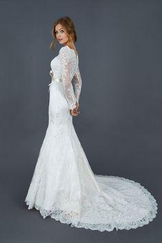 Robe de mariée manches longues, dentelle, traine Atelier Emé modèle Paola. Wedding dress, long-sleeved.