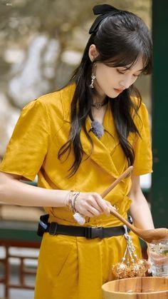 China Girl, Chinese Actress, Sari, Actresses, Celebrities, Style, Girls, Fashion, Saree