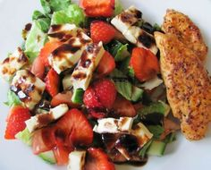 This grilled chicken barbecue salad is a party on your plate and full of mind-blowing flavor. It's a smart salad that comes together super quick and will please the whole family! Healthy Salad Recipes, Lunch Recipes, Ww Recipes, Detox Recipes, Healthy Dinners, Clean Eating Recipes, Healthy Eating, Healthy Lunches For Work, Work Lunches