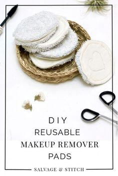 Break your cotton ball habit with these beautiful reusable DIY makeup remover pads.Break your cotton swab habit with these beautiful reusable DIY makeup remover pads. These pads are easy to make and don't waste anything. Beauty Tips For Face, Diy Beauty, Beauty Hacks, Beauty Care, Beauty Ideas, Developement Durable, Sewing Projects, Diy Projects, Sewing Ideas