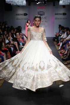 Like the detailing of tassels on SHOULDER Anushree Reddy Lakme Fashion Week Summer Resort Lakme Fashion Week, India Fashion, Asian Fashion, Fashion Weeks, Modern Fashion, Indian Attire, Indian Ethnic Wear, Indian Dresses, Indian Outfits