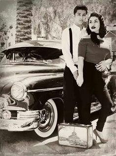 Rockabilly Couple:: Retro:: Engagement Photos B&WW Looks Rockabilly, Rockabilly Couple, Rockabilly Wedding, Rockabilly Fashion, Retro Fashion, Vintage Fashion, Rockabilly Dresses, Gothic Fashion, Chicano