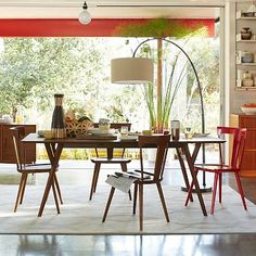 Parker Mid-Century Expandable Dining Table. Can seat up to eight or ten. Available in white or walnut. #westelm