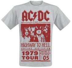 """Con AC/DC se co-fundó el Hardrock. Desde 1973 los australianos, de Sydney, hacen historia. Rompieron todos los records con álbumes como """"For Those About To Rock"""", """"Back in Black"""" y """"Highway To Hell"""" ¡rompieron moldes! Con nosotros tendrás la camiseta del Highway To Hell Tour 1979. Por delante tiene una imagen de AC/DC. Encima tiene el rótulo de AC/DC. y alrededor pone """"Highway To Hell - Oakland Auditorium - 1979 Tour""""."""