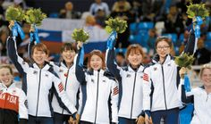 The Korean women's short track speed skating team celebrates its win in the 3,000-meter relay during a flower ceremony yesterday at the Iceberg Skating Palace in Sochi, Russia. [AP/NEWSIS] ▼18Feb Korea JoongAng Daily(中央日報) Korean women win gold medal in 3,000m relay http://koreajoongangdaily.joins.com/news/article/Article.aspx?aid=2985138