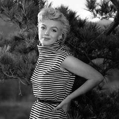 No te pierdas el nuevo post de nuestro blog en el que hablamos de una pionera en moda y en el estilo 'navy', Marilyn Monroe http://blog.customandchic.com/index.php/sin-categoria/marilyn-monroe-el-estilo-de-los-anos-50/
