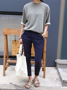 Weekend vibes with this laid back minimal look. (Fall Top Minimal Chic)