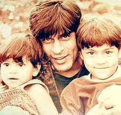 Shahrukh Khan with kids Aryan and Suhana