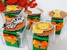 Resultado de imagem para centro de mesa safari facil de fazer Safari Party, Safari Theme, Jungle Theme, Birthday Parties, Minnie Mouse, Birthdays, Gift Wrapping, Bows, Birthday Party Ideas