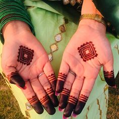 Check out the 60 simple and easy mehndi designs which will work for all occasions. These latest mehandi designs include the simple mehandi design as well as jewellery mehndi design. Getting an easy mehendi design works nicely for beginners. Finger Henna Designs, Henna Art Designs, Mehndi Designs 2018, Mehndi Designs For Girls, Dulhan Mehndi Designs, Wedding Mehndi Designs, Mehndi Designs For Fingers, Unique Mehndi Designs, Tattoo Designs