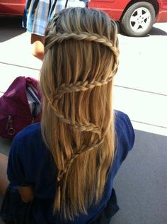 neat hair idea...probably won't ever be able to do it though..