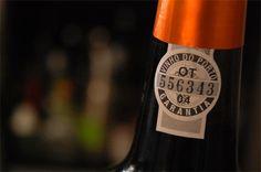 Já viu alguma vez escritas em garrafas de vinho as siglas DOC, DOCG, AOC ou AOP? Elas significam 'Denominazione di Origine Controllata i Garantita' no caso da Itália e, na França, 'Appellation d'Origine Contrôlée ou Protégeé'. Não ajudou muito, né?    É o seguinte: estas siglas representam denominações específicas para vinhos de regiões e uvas diferentes, feitos com métodos de fabricação que devem ser seguidos de A a Z. Só assim eles recebem a denominação, que é uma ótima garantia de…