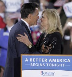 ann romney new hampshire | presidential candidate Mitt Romney gives a kiss to wife Ann Romney ...
