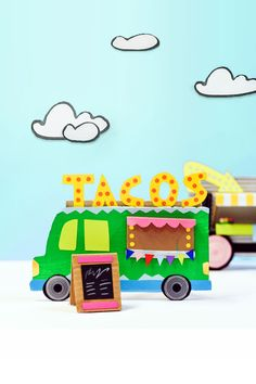 Design your own adorable food truck with cardboard, paper and recycled bits and pieces - a cute creative kids art and recycling project! | via barley & birch #kidscrafts #diykids #cardboard Cardboard City, Cardboard Paper, Cardboard Crafts, Easy Diys For Kids, Diy Projects For Kids, Crafts For Kids, Recycling, Jobs In Art, Food Truck