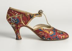 Woven silk shoe, with gold leather trim and diamante clip Hellstern and Sons, Paris, worn by Lady Ward, 1930s Shoes, Vintage Shoes, Vintage Accessories, Vintage Outfits, Fashion Accessories, 1930s Fashion, Art Deco Fashion, Fashion Shoes, Vintage Fashion
