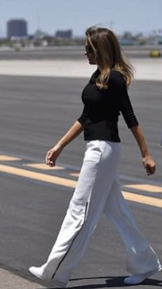 Casual First Lady Melania Trump First Lady Of Usa, First Lady Of America, First Daughter, Donald And Melania Trump, First Lady Melania Trump, Donald Trump, Melina Trump, Melania Knauss Trump, Office Fashion