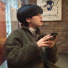 """이주영 on Instagram: """"마치 곰"""" Korean Boys Ulzzang, Ulzzang Girl, Korean Girl, Asian Short Hair, Girl Short Hair, Lee Joo Young Hair, Hair Inspo, Hair Inspiration, Jolie Photo"""