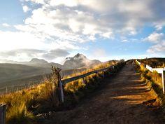 Den Cruz Loma in Qujito, Ecuador kann man mit der Teleferico hochfahren travelastronaut.com