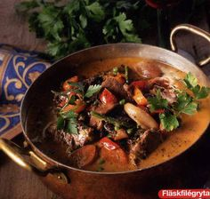 Fläskfilégryta med ädelost Lchf, Love Food, Stew, Slow Cooker, Chili, Food And Drink, Pork, Cooking Recipes, Tasty
