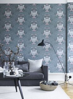 Wallpaper Siri Green from collection Flora Sandbergica by Sandberg Wallpaper Inspirational Wallpapers, Blue Wallpapers, Decorating Blogs, Designer Wallpaper, Interior Architecture, Beautiful Homes, Love Seat, Sweet Home, Living Room