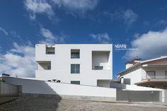 FC HOUSE - Facade - #noarq #renovation #architecture #houses #facade #whitedesign - by José Carlos Nunes de Oliveira - © NOARQ - Deco Design by B.Loft + OBibelot - Photography by Arménio Teixeira