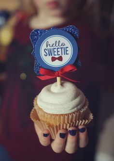 Photo source: Three Little Monkeys StudioYou can find Doctor who wedding and more on our website.Photo source: Three Little Monkeys Studio Doctor Who Birthday, Doctor Who Party, Dr Who, Doctor Who Baby Shower, Doctor Who Cupcakes, Doctor Who Wedding, Doctor Who Proposal, Hello Sweetie, Little Monkeys