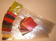 Cała paleta nowoczesnych deseni i barw ozdobnych kartonikowych denek w foliowych torebkach do wyborowych alkoholi. Torebki na butelkę firmy abacon.otwarte24.pl to opakowanie podkreślające wartość zapakowanego alkoholu.