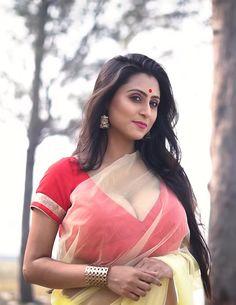 Beautiful Indian Brides, Most Beautiful Indian Actress, Beautiful Actresses, Beautiful Women, Bengali Saree, Indian Sarees, Bollywood Actress Hot Photos, Actress Photos, Saree Models