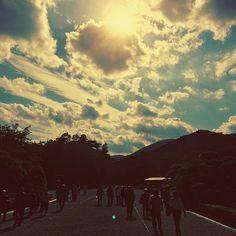 【tomomomu_momonishi】さんのInstagramをピンしています。 《#スナップ *  神宮 : #天照 : #お伊勢さん : #mie #ise #trip #sky #clouds #wind #forest #伊勢神宮#旅#空#雲#風#森#アマテラス #photo#like#connection#写真#好き#繋がり#instagramjapan#snapshot#photo is my thing#フィルム#風味#film #like #銀塩#好き#JHP光のある世界》