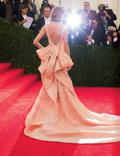 Photos: Sarah Jessica Parker's First Look at the Charles James Exhibit – Vogue